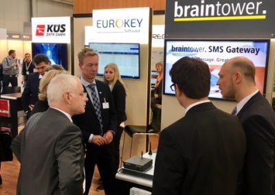 Jürgen Barke und Dr. Carsten Meier informieren sich über das Braintower SMS Gateway